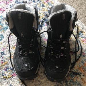 Women's north face snowshoeing or snow boots